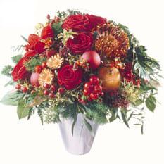 Adventsstrauss rot mit roten Rosen, Adventsschmuck, feinem Grün, einem Apfel, Beeren und exotischem Beiwerk