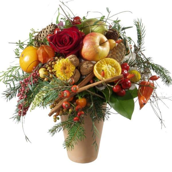 Knusperstrauss mit Rosen, Früchten, Beeren, St.Nikolaus, Zimt, Tanne und Nüssen