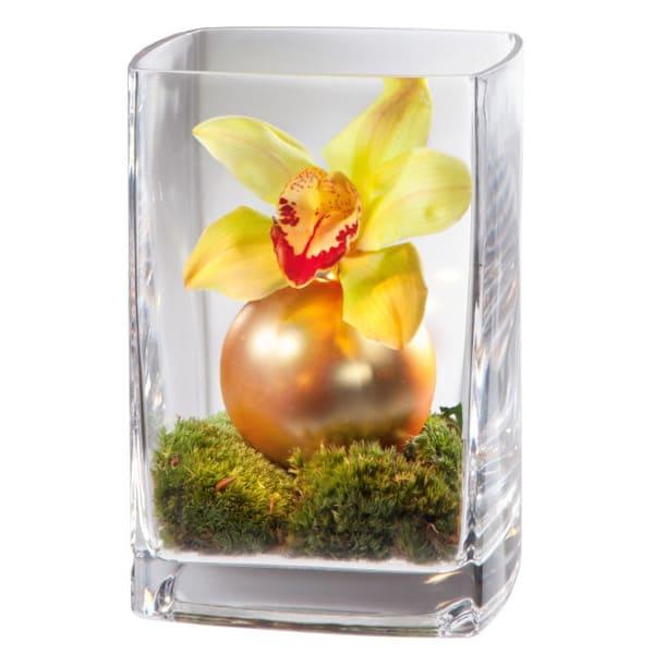 Edle Vasenfüllung mit Cymbidium einer Vase, Orchideen, Weihnachtskugeln