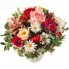 Frühlingsgefühle mit Rosen und Anemonen