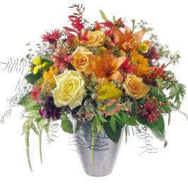 Romantischer Sommerstrauss mit Lilien, Rosen, Alstromeria, Achillea und feiner Sonnenblume