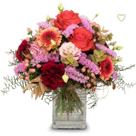 Colorful Wishes ein frecher Strauss mit Rosen, Germini, Eustoma, Statize, Hypericum und feinen Grün
