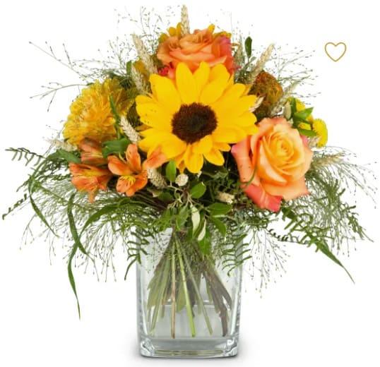 Sonniger Strauss mit Sonnenblumen, Rosen, Alstro, Hybericum, Gräser Feines Grün.